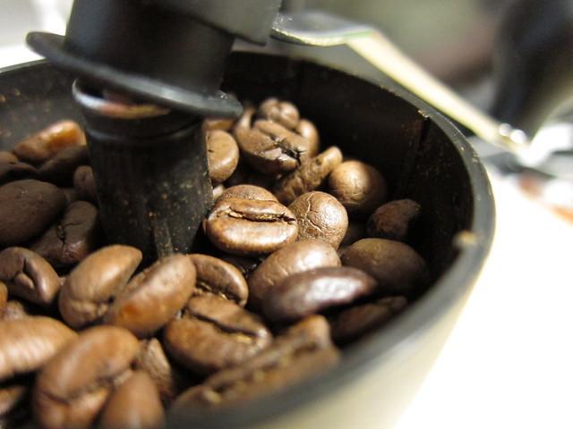 コーヒー豆がりがり… - 無料写真検索fotoq