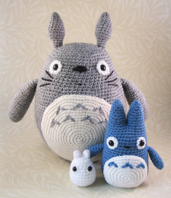 Totoro Amigurumi Ravelry : Large Grey, Small Blue and Tiny White Totoro Flickr ...