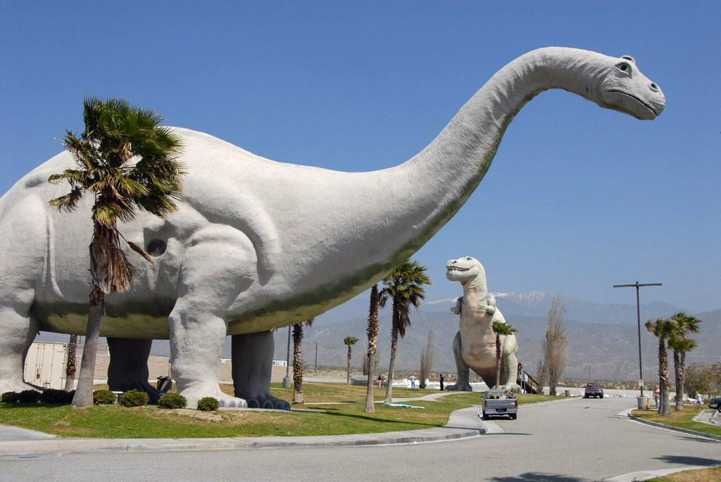 2006-0507-01 Cabazon dinosaurs