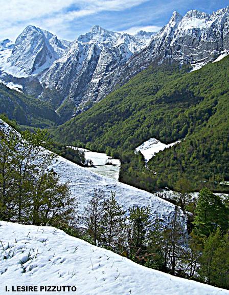 contraste en vallée d'Aspe dans les Pyrénées suite aux chutes de neige des 4 et 5 mai 2010 météopassion
