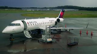 Delta N8797A: Bombardier CRJ-200