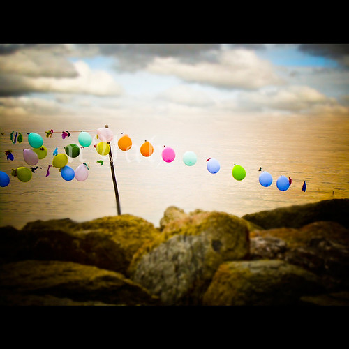 57/366: baloons by nyah74