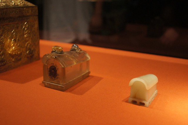 Relics that held Buddha's finger