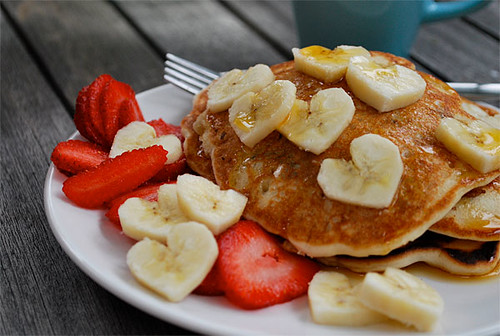 heart-shaped-bananas-pancakes