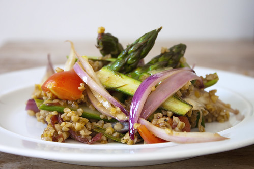 Bulgur Salad with asparagus, tomato and red onions