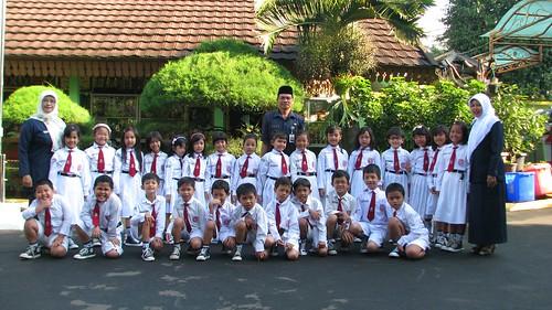 Bapak Drs H Yayat Suryatman Mm Menjadi Pembina Upacara Kelas 1b Pola 11