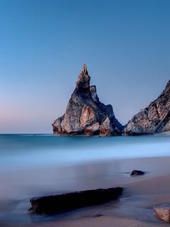 Εικόνα από Praia da Ursa. sea praia beach portugal mar cabo lisboa lisbon playa cascais roca ursa