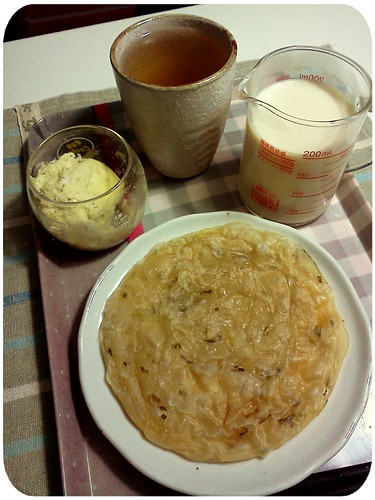 早餐 ::: 義美蔥油餅+微波蒸蛋+無糖豆漿+冷掉的茴香薄荷茶(難得的中式早餐) by 南南風_e l a i n e