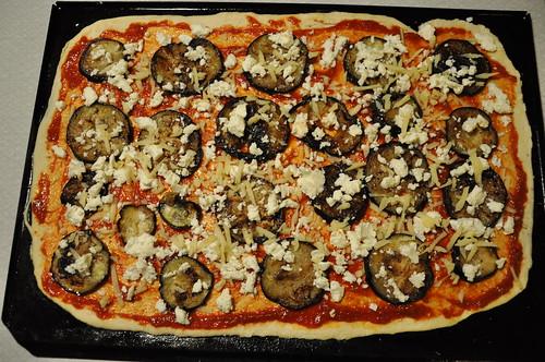 Pizza med aubergine och fetaost