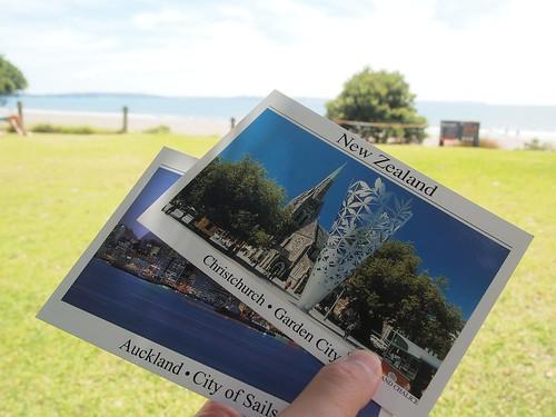 在海邊寫明信片