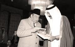 مع الرئيس بدر بن احمد محسن