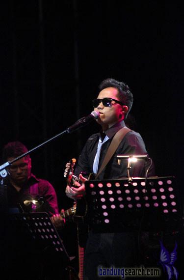 Java-Jazz-Festival-2012-Trio-Lestari-(Sandhy-Sandoro,Glen-Fredly,Tompi)-(7)