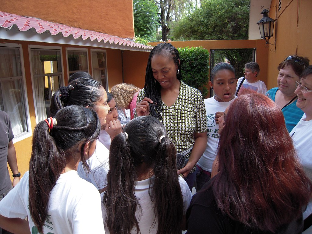 Vox Femina Los Angles visits the Casa Hogar Santa Julia orphanage in San Migeul de Allende