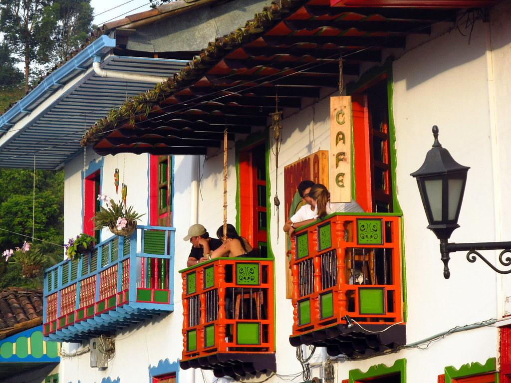Imagen de balcones típicos - Imágenes de Salento, Quindio