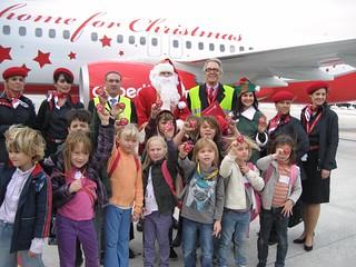 Álvaro Middelmann (con gafas) dirigió la fiesta navideña en el aeropuerto de Palma, en colaboración con AENA.
