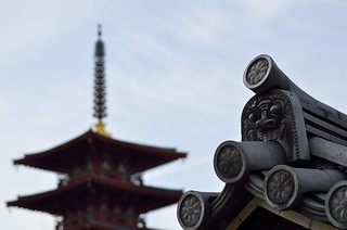 """Onigawara(tile with the figure of a devil)"" and five-story pagoda."