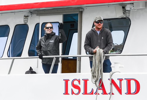 Island Explorer Crew prepare for docking