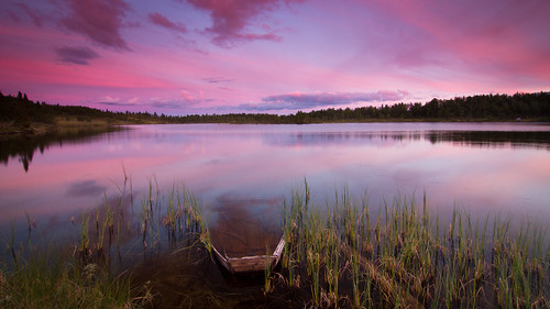 pink sunset lake reflections landscape boat pond skies sunken wreck buskerud såtefjell midtredjupetjørn