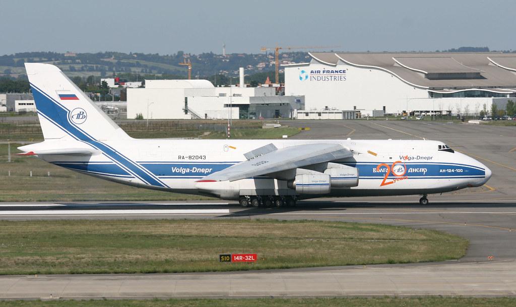 Antonov An-124 6779918956_7a9b4352b6_b