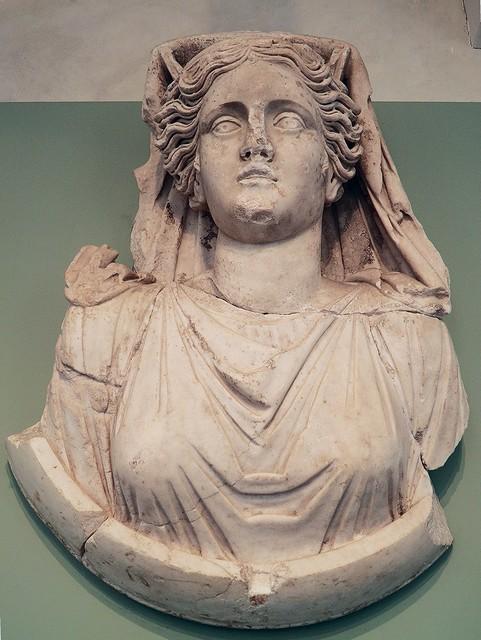 Médaillon : buste de la déesse Cybèle, II° ou III° siècle, MSR, Musée Saint-Raymond, Villa romaine de Chiragan, Musée des Antiques de Toulouse