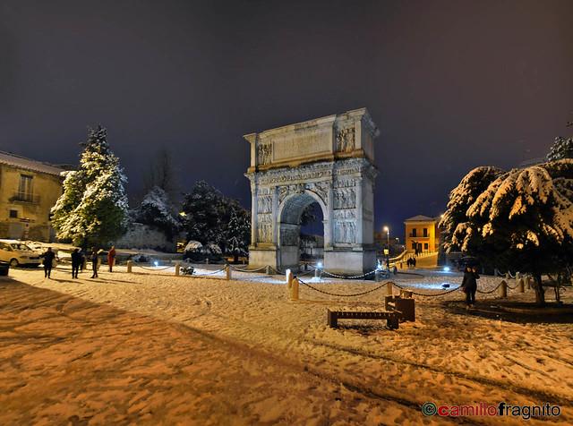 Arco di Traiano innevato