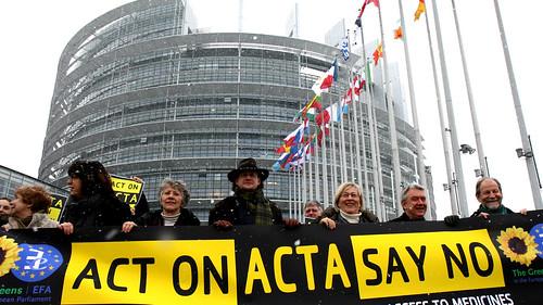 Greens/EFA MEPs protest ACTA