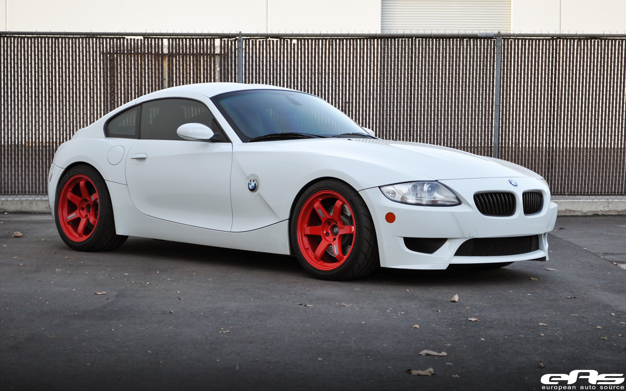Red Te37sls On Alpine White E86 Z4m Bmw Performance Parts Services 5 Series Is A Color That People Either Love Or Hate Here Are Some Photoshops Showing The Same Wheels In Black For All Haters Out There