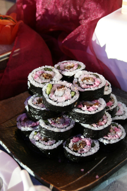 """Mitake Hanazushi"" rose-shaped sushi rolls are a Gifu specialty"