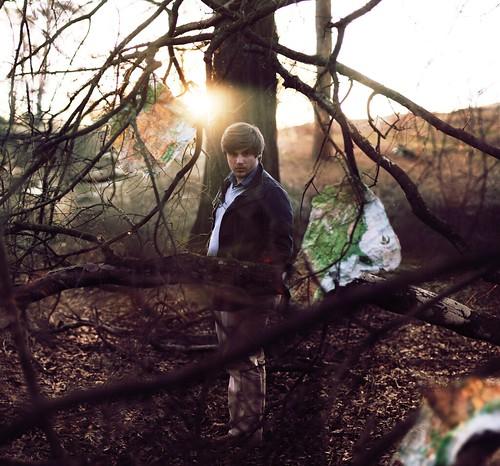 [フリー画像素材] 人物, 男性, 人物 - 森林, 人物 - 樹木, アメリカ人 ID:201202271600
