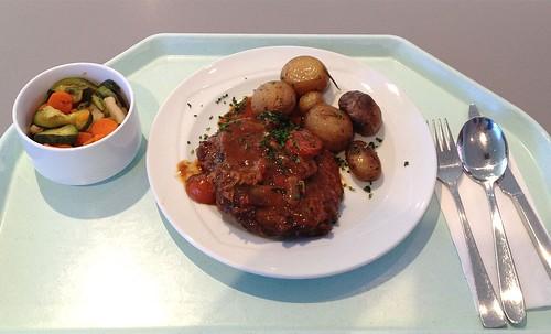 Osso Bucco - Geschmorte Kalbsbeinscheibe mit Rosmarinkartoffeln / Veal shank roast with rosmary potatoes