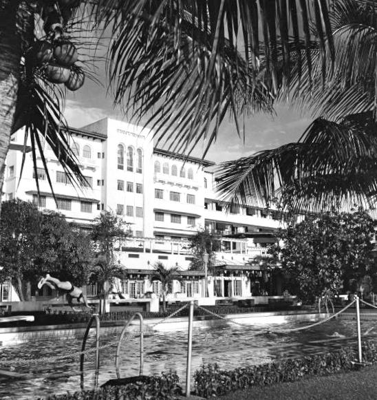 Manila Hotel poolside