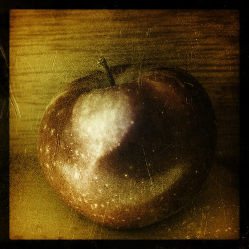 apple by Nature Morte