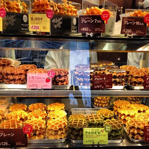 Colas para pillar un gofre #ginza #japon #tokio #japan #tokyo #waffle #gofre