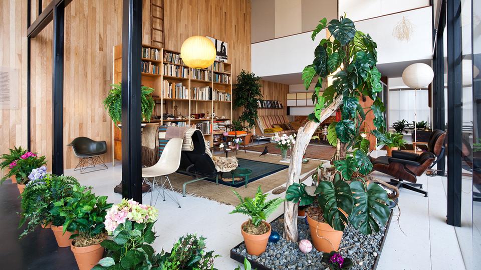 1280-charles-ray-eames-living-room-ex2412-vw013