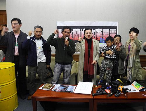 3月1日達悟族人跨海到台要求台電解決核廢料。