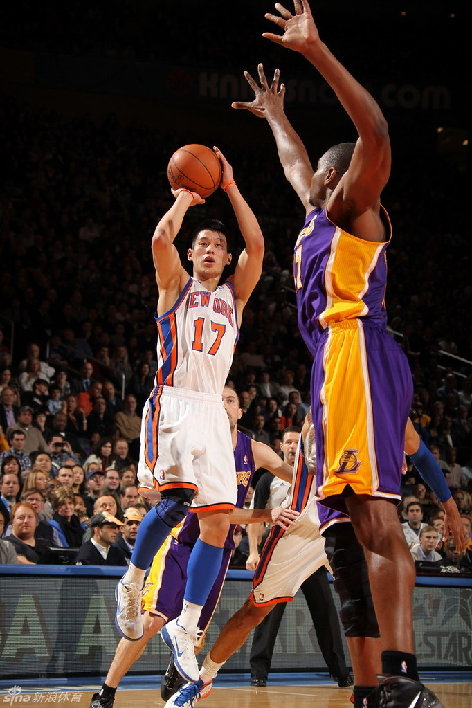 Image result for New York Knicks vs Los Angeles Lakers