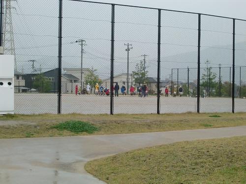 子供たちがラグビーの練習をしていた