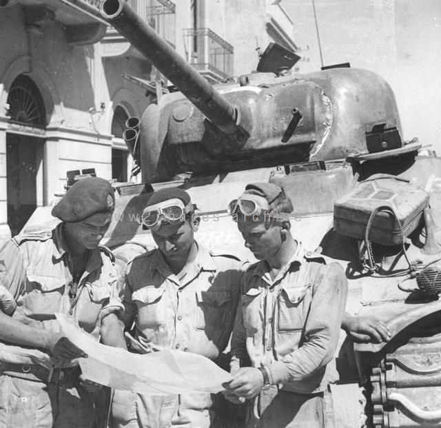 Tank Crew (Image Ref: A03704N)