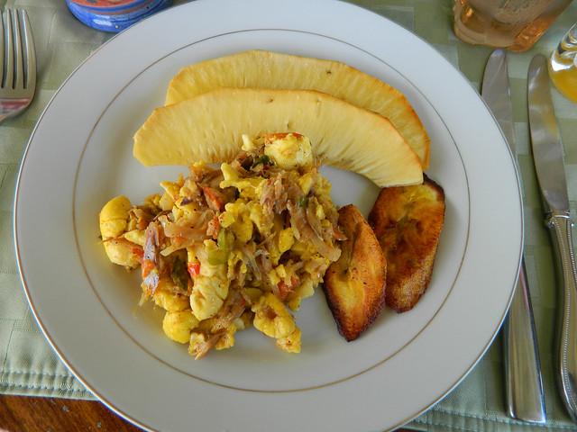 Ackee and saltfish jamaican national food breadfruit p for Jamaican salt fish