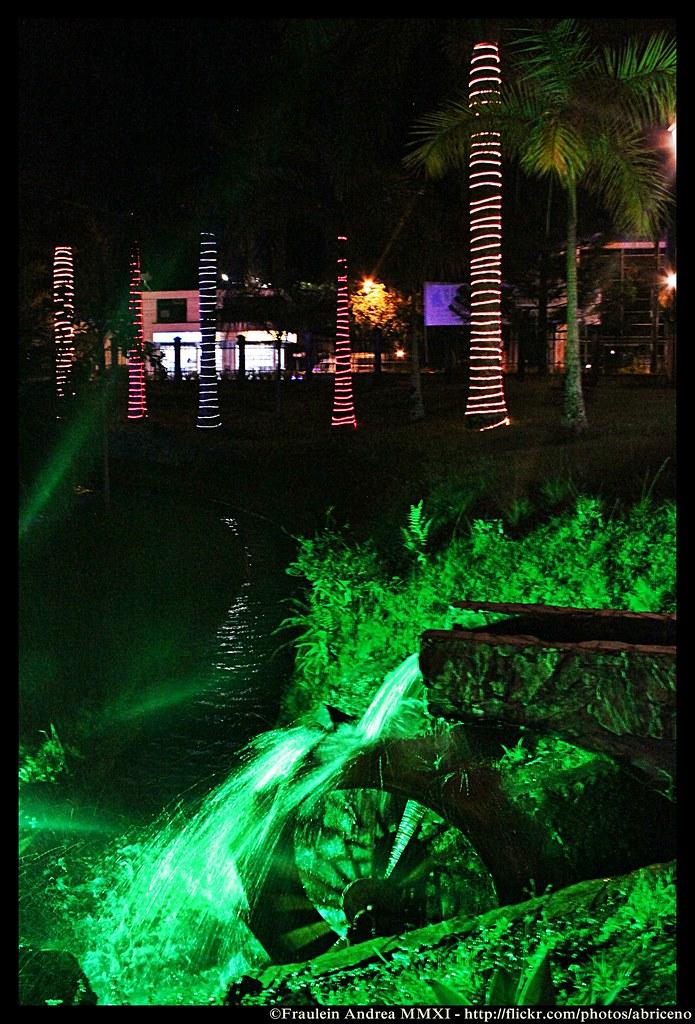 Imagen del Parque de la Vida de noche