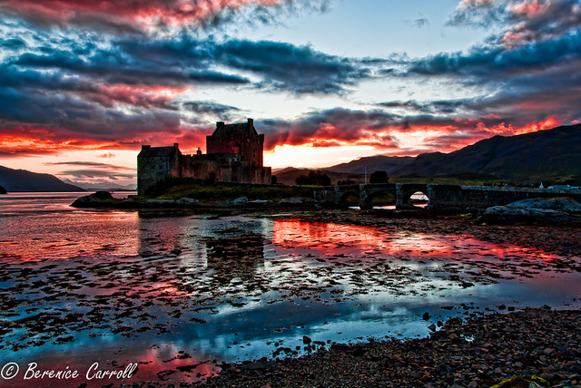 Sunset at Eilean Donan Castle por Berenice Carroll