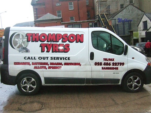 VEHICLE GRAPHICS & PRINT ON THOMPSON TYRES VEHICLE