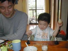 とらちゃん、実家で朝御飯(2012/5/4)