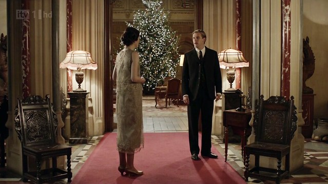 DowntonAbbeyS02E09_xmas_interiorhallway