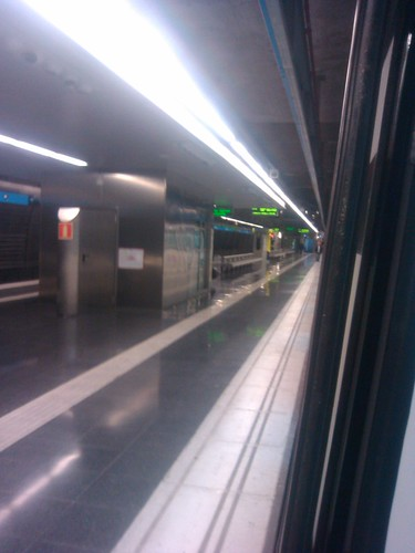 An empty Barcelona metro platform by simonharrisbcn