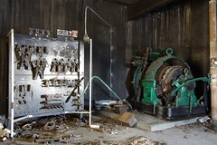 Elevator motor and controls