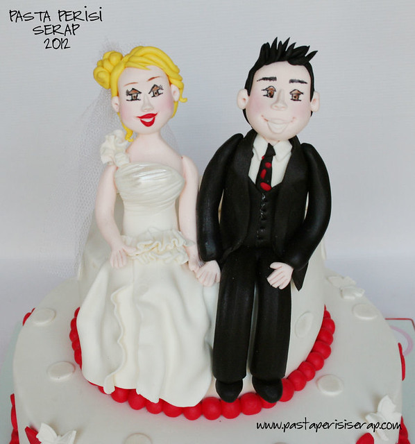 Red heart wedding cake