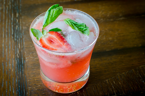Pink Parsley: Strawberry-Basil Mojitos