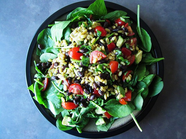 black bean spinach salad with cumin lime dressing