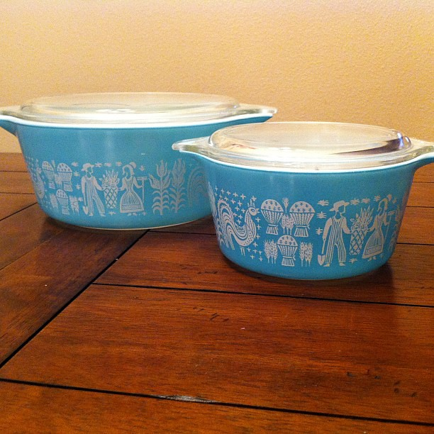 My mommy got me two pieces of vintage aqua colored Pyrex with the farmer print for Valentine's Day. Husband does not get it. Giggle!